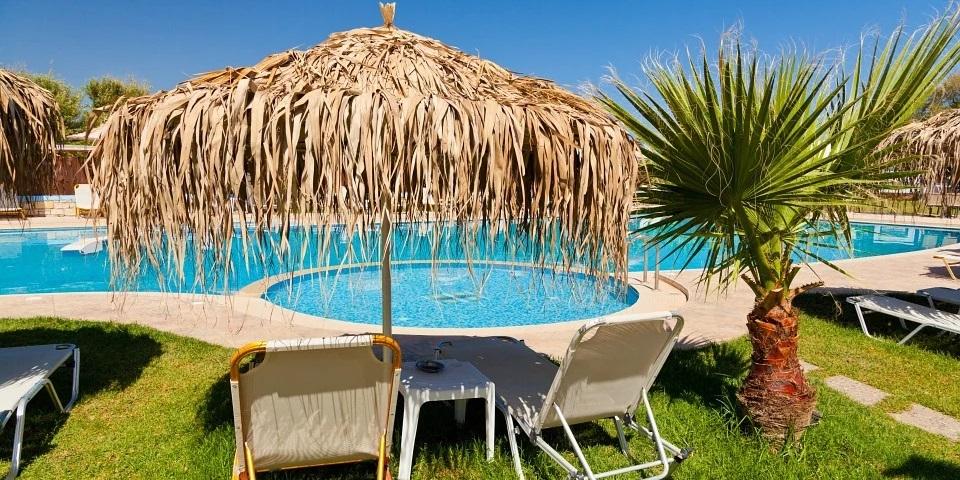 Construction de piscine : penser à l'intégration dans votre jardin